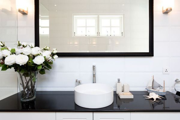Clean-black-and-with-bathroom-sink-with-mirror-min